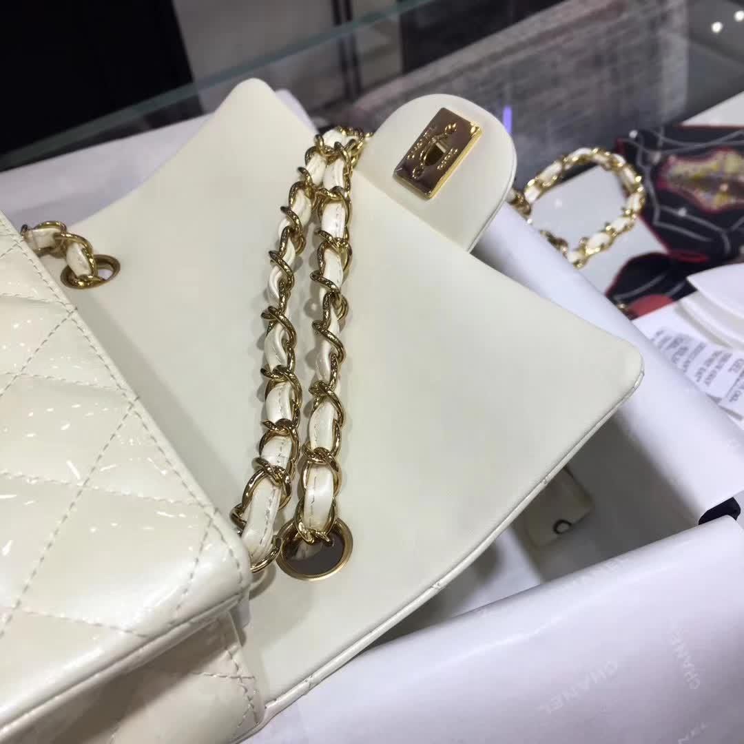 Chanel 香奈儿 Classic Flap 漆皮 奶白色 20cm 五金:金
