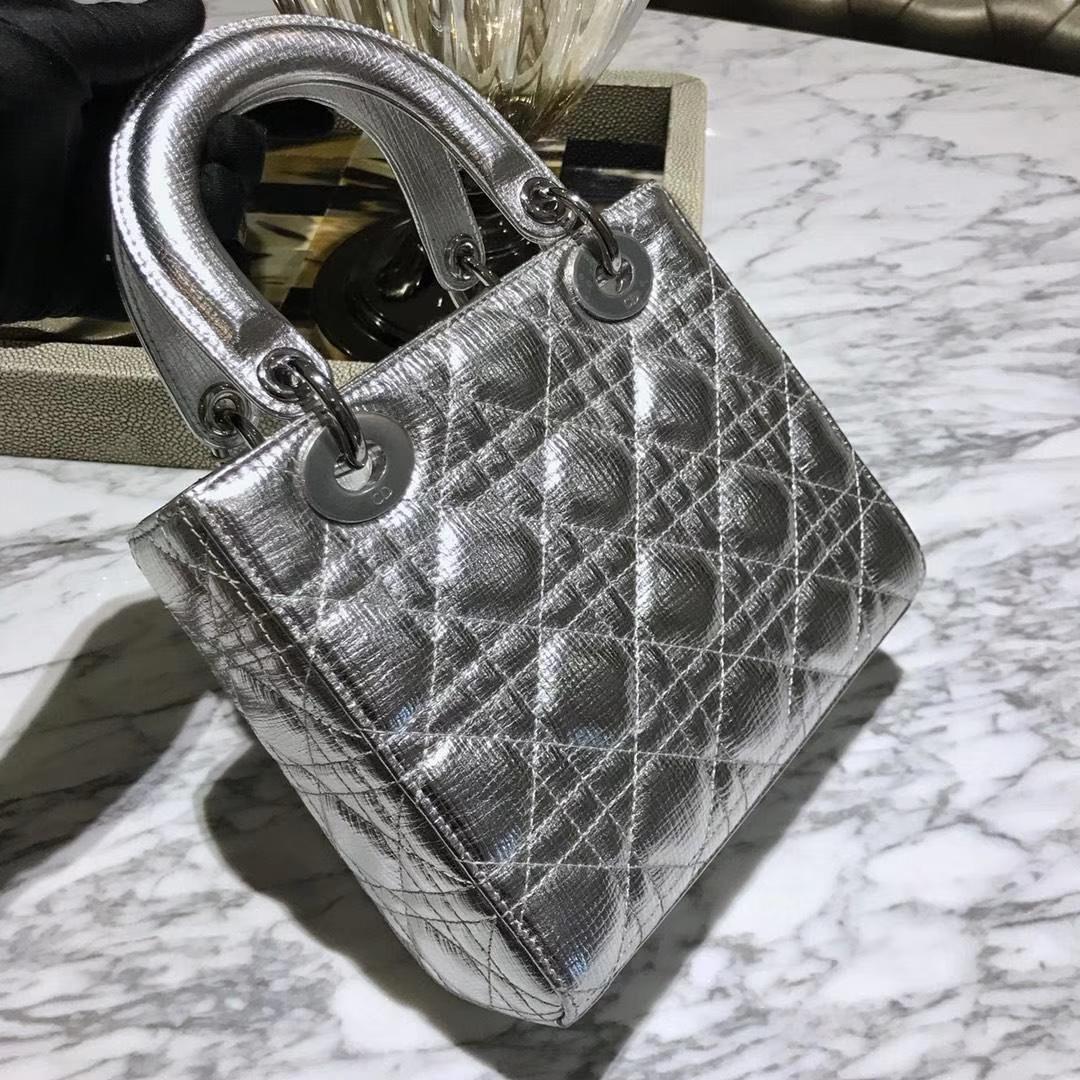 Dior 迪奥 四格牛皮徽章版银色 销量主力军 戴妃包 Lady Dior