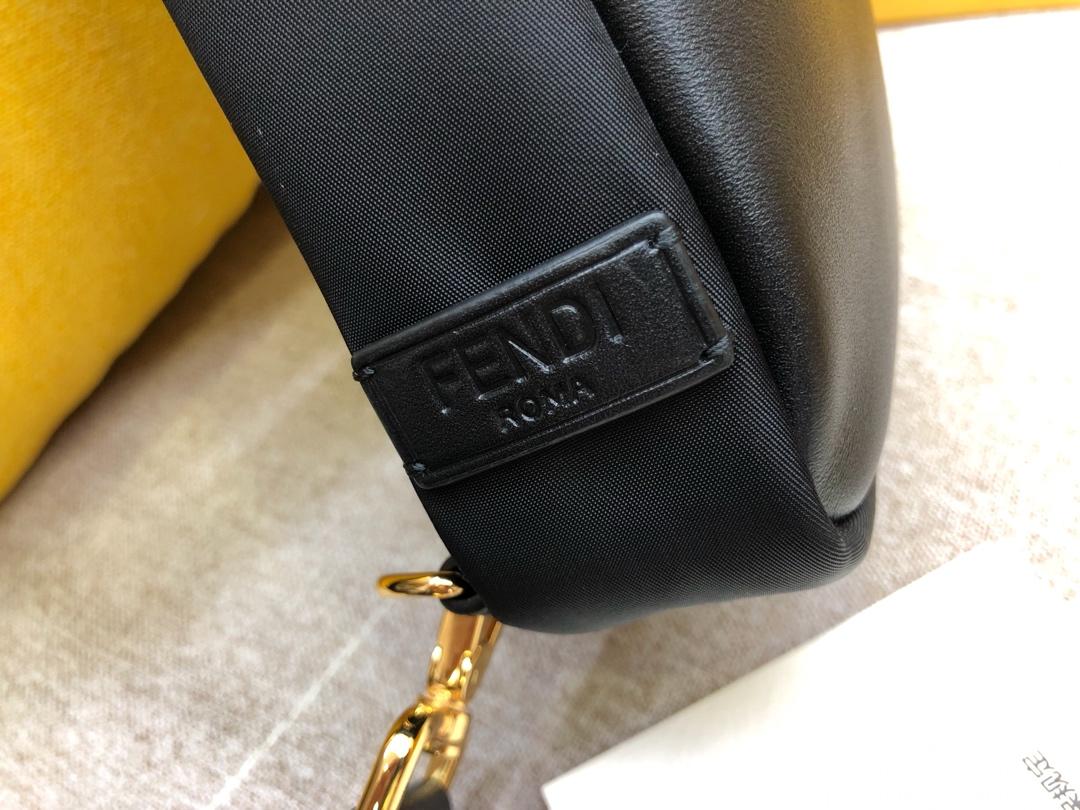 芬迪包包 ZP开发F家最新胸包 防水布 柔韧小牛皮 29x16x48875