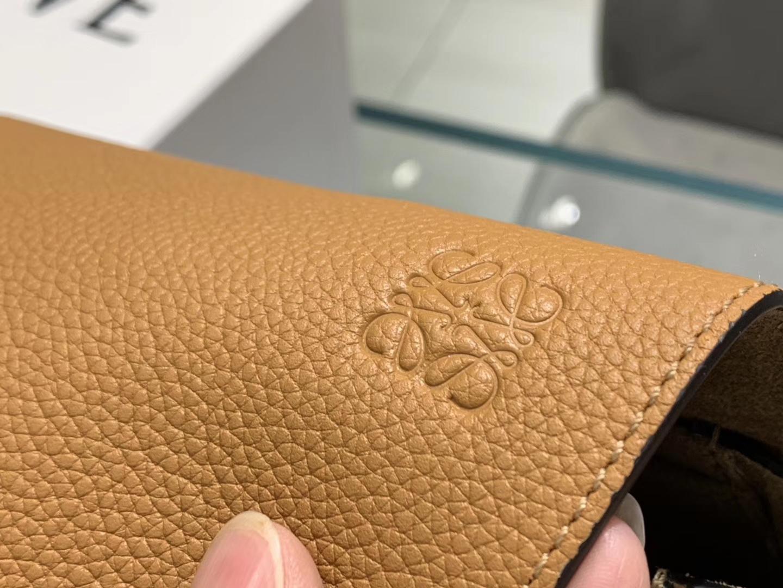 Loewe Gate系列 2019新色 斜挎小包 Mini号 焦糖色