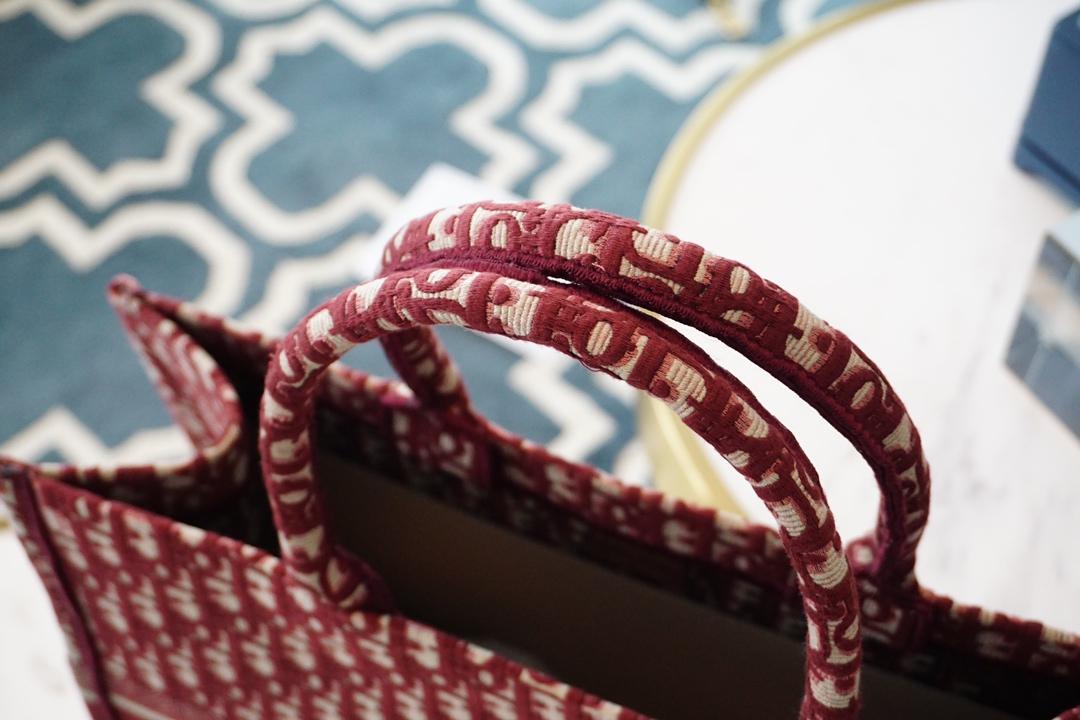 Dior购物袋 布纹老花酒红色  可以定制专属自己的名字