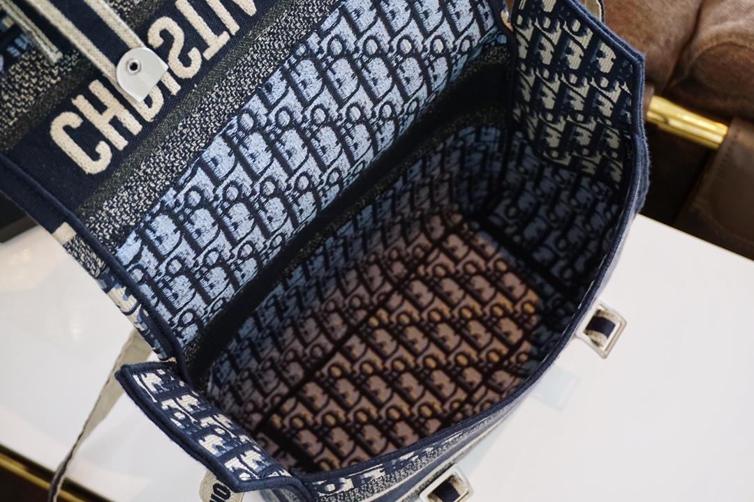 Dior官网同步 邮差包 布包自重轻 容量大