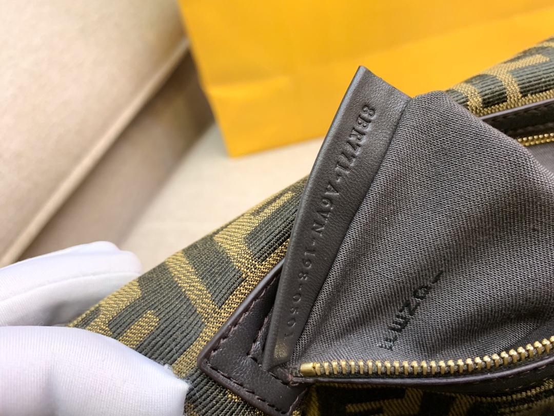 Baguette 经典包款 布料材质 提花FF图案 黑色刺绣边缘