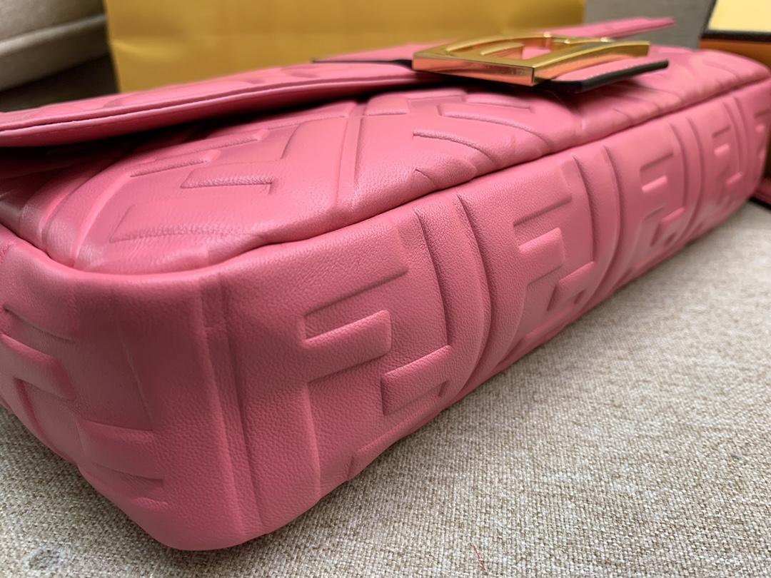 Fendi 芬迪 Baguette FF 浮雕系列 32x17x6cm 进口小羊皮 粉色