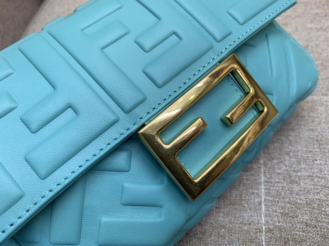 Fendi 芬迪 小号19cm Baguette 经典包款 FF凸纹 蓝色