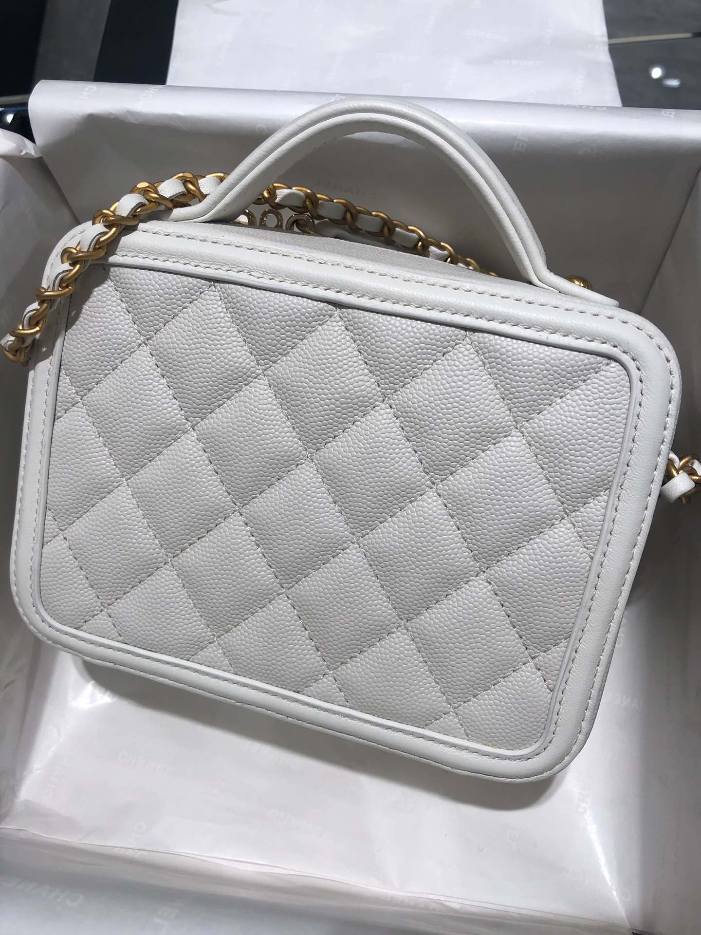 Chanel 化妆包 17cm原厂皮小鱼子酱 奶白色