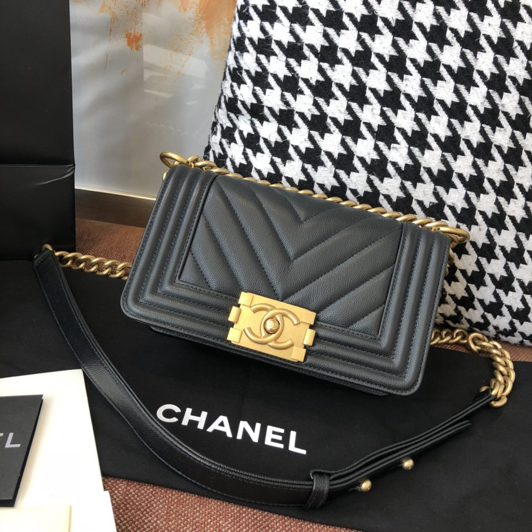 【正品级】黑色 V款 沙金 Chanel 小号 法国原厂Haas小球纹鱼子酱牛皮 leboy V格 20cm