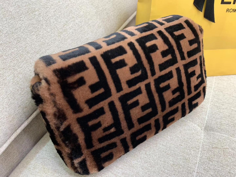 现货 Baguette最经典的包款 毛茸茸的羊毛 法棍包 26cm80032