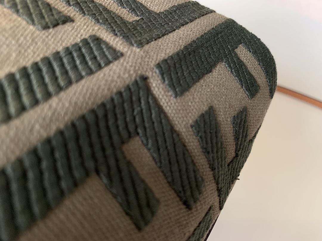 最新Mon Tresor 小水桶包 老花牛仔布材质 可手拎肩背或斜挎 12x18x10cm 5538-2