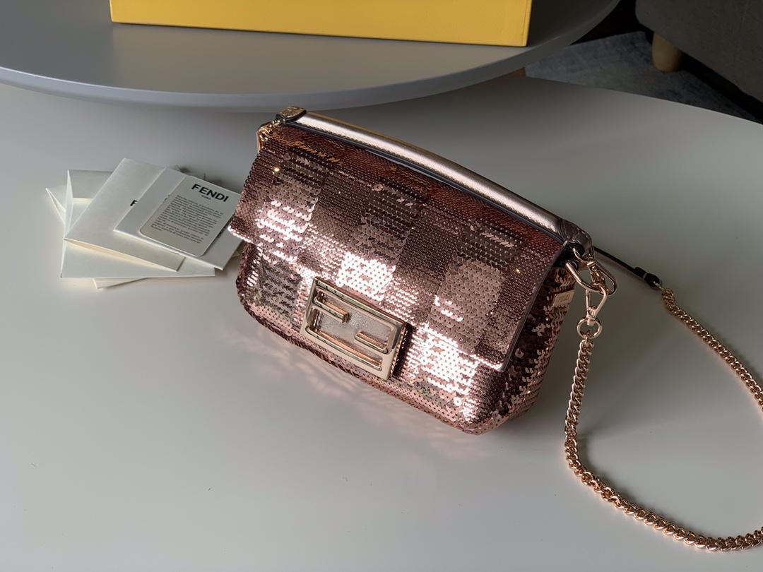 Fendi 芬迪 2020最新限定Baguette 系列 玫瑰金色 高贵浪漫 必备款  19cm 9012