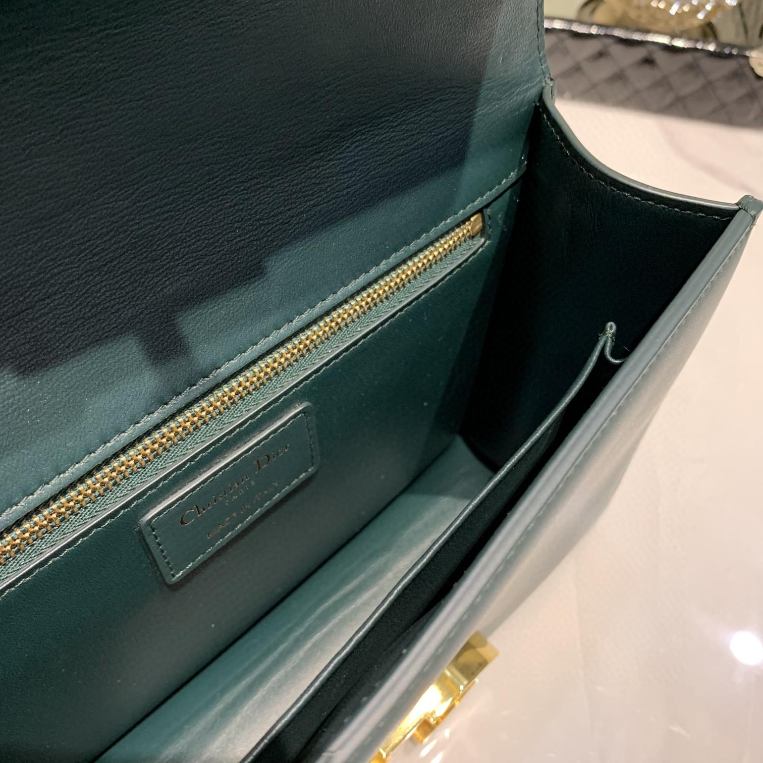 #Montaigne30#原工厂墨绿胎牛皮 24cm 纯铜五金表面电镀24k金 德国亚曼粗蜡线 每一个针孔都有特色花型