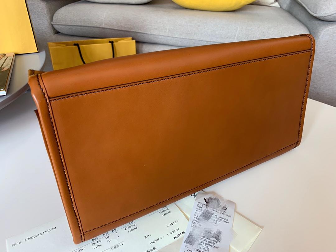 FENDI 最新购物袋 棕色皮革饰有烫印字母图案 40cm8822