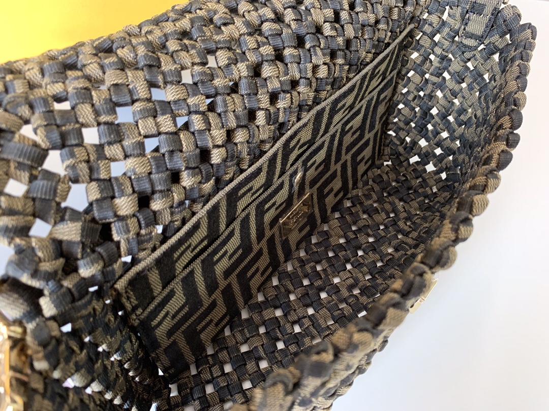 芬迪现货 法棍 经典老花 翻盖设计 配宽带子 布料编织带 26cm